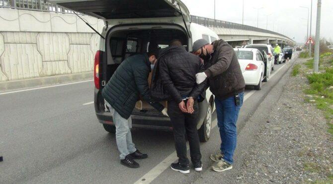 Araçta sızmış halde yakalandı! Hırsızlıktan tutuklandı