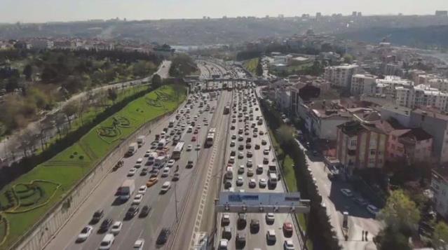 82 saatlik kısıtlama öncesi İstanbul'da trafik yoğunluğu yüzde 78'e ulaştı